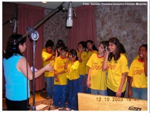 Coral-do-Projeto-Guri-–-Gravação-com-Toquinho-Especial-para-TV-Bandeirantes-(2003)